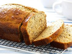 Banana Foster Bread from Cooking Light Low Fat Banana Bread, Healthy Banana Bread, Banana Bread Recipes, Banana Foster, Ww Recipes, Great Recipes, Favorite Recipes, Gateaux Vegan, Protein Bread