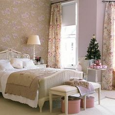 Christmas guest bedroom | bedroom decorating ideas | PHOTO GALLERY | Christmas bedroom