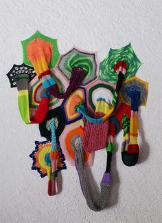 Carolina Ponte  Sem Título  2009  Escultura de crochê  150 x 120 x 25cm