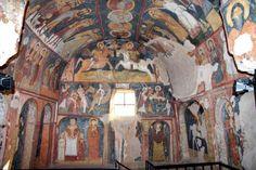 Hıristiyanlar için bölgenin önemi Bizans İmparatoru III. Leon'un ikonları yasaklamasıyla doruk noktasına ulaşır. Bu ikonoklazm hareketi yüz yıl kadar sürer. Bu dönemde birkaç Kapadokya kilisesi İkonoklazm etkisinde kaldıysa da, ikondan yana olanlar burada rahatlıkla ibadetlerini sürdürür. Kapadokya manastırları bu devirde oldukça gelişir.