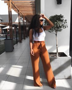 36 Perfect Summer Outfits for Women Inspired by Street Style, SUMMER OUTFİTS, 36 Perfect Summer Outfits for Women Inspired by Street Style - Stylish Bunny. Vintage Outfits, Classy Outfits, Outfits For Teens, Trendy Outfits, Cute Outfits, Fashion Outfits, Womens Fashion, Fashion Trends, Work Outfits