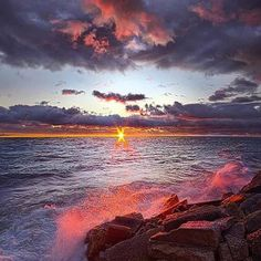 #Repost @edaccessible:To Be True As The Tide - Wisconsin Horizons by Phil Koch. #sunset #sunrise #sun #TagsForLikes #TFLers #pretty #beautiful #red #orange #pink #sky #skyporn #cloudporn #nature #clouds #horizon #photooftheday #instagood #gorgeous #warm #view #night #morning #silhouette #instasky #all_sunsets #wisconsin