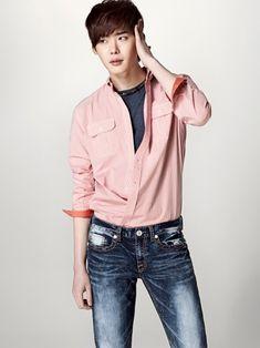 俳優のイ・ジョンソクが27日、日本の東京GINZA K-PLACEにて日本での初のファンミーティングを開催する。SBSドラマ「シークレットガーデン」MBCシットコム(シチュエーションコメディ:一話完… - 韓流・韓国芸能ニュースはKstyle
