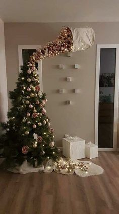 25 Most Interesting DIY Event Decor Ideas : Make Your Events More Attractive. 25 Most Interesting DIY Event Decor Ideas : Make Your Events More Attractive. 25 Most Interestin Funny Christmas Tree, Easy Christmas Crafts, Noel Christmas, Christmas Humor, Christmas Tree Ornaments, Outdoor Christmas, Christmas Tree Ideas, Christmas 2019, Silver Ornaments