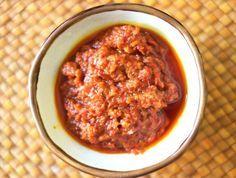 Madame Jeanette Sambal Ik weet niet naar welke dame deze peper is genoemd. Maar die Jeanet moet wel een pittige tante geweest zijn. Hier het blender recept van een heerlijke sambal.