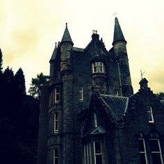 Large, isolated settings such as castles are a common element in Gothic fiction.