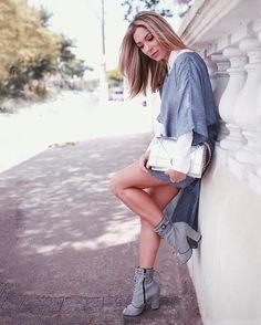 GET THE LOOK!<br />Assimetria + Lurex + Blue Color = vestido versátil e moderníssimo da nossa coleção #Soul AW17. Truque de stylist da Top Influencer Helena Lunardelli (@helena_lunardelli): use com uma camisa branca clássica por baixo e bota de cano baixo! We❤️it!<br /><br /> #reginasalomao #inverno2017 #Soul #Iam #QGFHits #fhits #blue #pantone #lurex #streetstyle #lookdodia #dicadelook