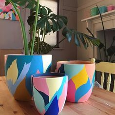 New pot available! Pottery Painting Designs, Pottery Designs, Paint Designs, Painted Plant Pots, Painted Flower Pots, House Plants Decor, Garden Plants, Diy Craft Projects, Diy Crafts