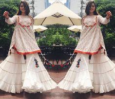 Gharara Pant Beautiful Outfits with Gharara Pants Gharara Designs, Kurta Designs, Blouse Designs, Designer Bridal Lehenga, Bridal Lehenga Choli, Lehenga Skirt, Anarkali, Pakistani Dresses, Indian Dresses