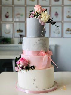Tort de nunta cu flori naturale marmurat cu gri , roz. Cofetăria BBcakes torturi personalizate ingrediente naturale timisoara Dumbravita Wedding Cakes, Tasty, Desserts, Wedding Gown Cakes, Tailgate Desserts, Deserts, Cake Wedding, Postres, Dessert