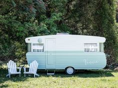 There is a whole underworld of vintage caravan renovators screaming out for inspiration and advice. As Carlene Duffy reveals the top five questions asked about these projects, she also shares her tips for your own vintage caravan reno. Vintage Rv, Vintage Caravans, Vintage Vans, Vintage Trailers, Vintage Campers, Vintage Travel, Vintage Airstream, Caravan Makeover, Caravan Renovation