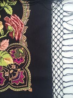 Russian traditional shawl. Wool 100%. Handwoven fringe. Summertime. 148x148cm. Platochic.tictail.com