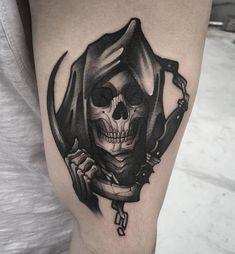 Well-shaded wicked Grim Reaper pic on biceps Hand Tattoos, Skull Tattoos, Body Art Tattoos, New Tattoos, Sleeve Tattoos, Tattoos For Guys, Mouse Tattoos, Tattoo Tod, Death Tattoo