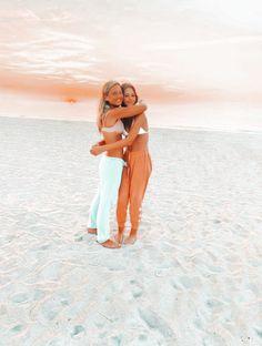Beach Best Friends, Cute Friends, Beach Aesthetic, Summer Aesthetic, Summer Senior Pictures, Summer Pics, Summer Goals, Senior Pics, Cute Friend Pictures