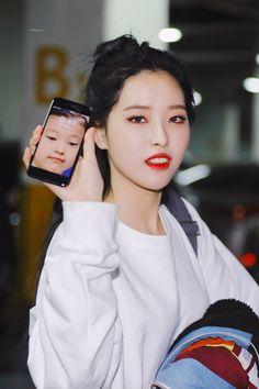Kpop Girl Groups, Korean Girl Groups, Kpop Girls, Extended Play, Your Girl, My Girl, Pump It Up, Funny Kpop Memes, Olivia Hye
