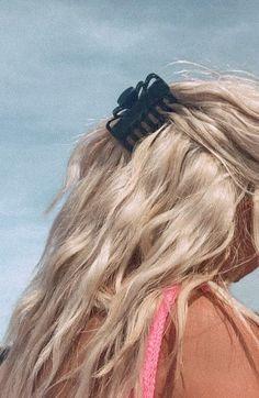 Summer Hairstyles, Trendy Hairstyles, Beach Hair Updo, Hair Inspo, Hair Inspiration, Good Hair Day, Aesthetic Hair, Vintage Hairstyles, Hair Looks