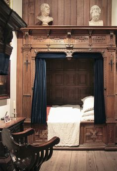 This elegant box bed from the Rembrandt House Museum is the perfect bedroom solu. - This elegant box bed from the Rembrandt House Museum is the perfect bedroom solution for a studio a - Master Bedroom Remodel, Medieval Bedroom, Perfect Bedroom, Bed Nook, Box Bed, Cheap Home Decor, Home Decor, House Interior, Remodel Bedroom
