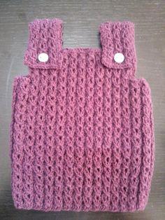 Resultado de imagen para chaleco bebe recien nacido Knitted Baby Clothes, Knitted Hats, Loom Knitting, Baby Knitting, Straw Bag, Beanie, Children, Bags, Santa Clara