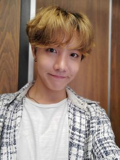 Jhope Shared a moment with you! Jung Hoseok, J Hope Selca, Bts J Hope, Gwangju, Foto Bts, Jikook, Mixtape, K Pop, J Hope Tumblr