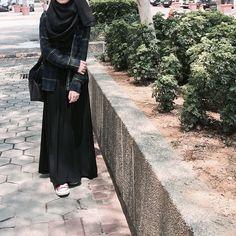 Image about girls in Hijab Styles by Bella~ on We Heart It Moslem Fashion, Niqab Fashion, Modest Fashion Hijab, Modern Hijab Fashion, Street Hijab Fashion, Hijab Fashion Inspiration, Muslimah Clothing, Fasion, Stylish Hijab