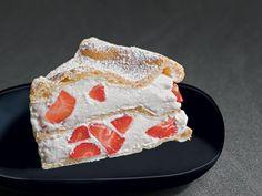 Tarte en pâte à choux fourrée aux fraises en 25 minutes au four