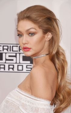 Proof That Strawberry-Blonde Hair Is Biggest Trend 7 Best Strawberry Blonde Hair Color Ideas Inspired By Emma Stone, Gigi Hadid, and More - Station Of Colored Hairs Gold Blonde Hair, Honey Blonde Hair, Gold Hair, Auburn Blonde Hair, Black Hair, Caramel Blonde Hair, Strawberry Blonde Hair Color, Blonde Color, Emma Stone Hair