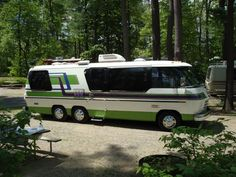 GMC motorhome, with some great stripes. Bus Camper, Bus Motorhome, Vintage Motorhome, Rv Motorhomes, Vintage Rv, Airstream Trailers, Vintage Trailers, Travel Trailers, Camper Life