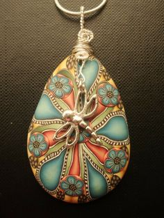 the femo is gorgeous.wish there was a better quality of dragonfly. Dragonfly Jewelry, Dragonfly Art, Wire Jewelry, Jewelry Crafts, Antique Jewelry, Beaded Jewelry, Jewelery, Handmade Jewelry, Handmade Wire