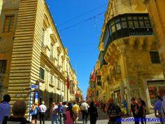 Republic Street en La Valeta #malta http://www.pacoyverotravels.com/2014/07/la-valeta-en-un-dia-que-ver-hacer-con-ninos.html