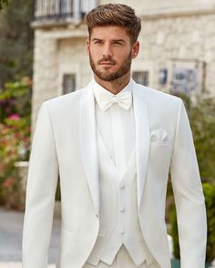 White Wedding Suit, Beach Wedding Groom, Wedding Men, Wedding Suits, Wedding Attire, Dream Wedding, Mens Fashion Suits, Mens Suits, Groom Tuxedo