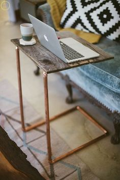 Diy laptop stand easy copper laptop table homemade laptop stand for bed Regal Industrial, Industrial Style, Industrial Kitchens, Industrial Lamps, Vintage Industrial, Copper Office, Copper Coffee Table, Magnetic Spice Racks, Diy Regal