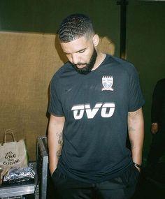 Listen to every Drake track @ Iomoio Famous Celebrities, Celebs, Drake Art, Drake Wallpapers, Best Rap Songs, Drake Drizzy, Lil Boosie, Drake Graham, Aubrey Drake
