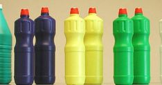 Πώς να φτιάξεις τη δική σου σπιτική χλωρίνη Water Bottle, Cleaning, Drinks, Ideas, Drinking, Beverages, Water Bottles, Drink, Home Cleaning