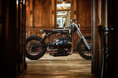 Vintage Motorcycles Stunning Sigrid: A most unusual BMW from Titan - A BSA tank on a vintage BMW frame? Our German friends would shout 'Sakrileg! Custom Bmw, Custom Bikes, Cool Motorcycles, Vintage Motorcycles, Motorcycle Workshop, Cafe Racer Style, Bmw Boxer, Motorcycle Companies, R80