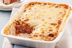 This lasagne is my go to recipe. Add lentils and some veggies like mushrooms, zucchini, eggplant or spinach to up the nutrition. Beef Lasagne, Lasagne Recipes, Pasta Recipes, Lasagna, How To Make Lasagne, Bechamel Sauce, How To Dry Oregano, Tray Bakes, Lasagne