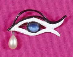 SCHIAPARELLI designed by Jean Cocteau brooch eye cast iron painted white, pupil paste blue periwinkle glass, lacquered black eyebrows, enhanced d \ a white pearl teardrop. Signature engraved on the back Bibliography: - similar model The PARURIERS, high fashion jewelry Florence Muller, artistic director Patrick Sigal edition Mercator Fund, Brussels 2006, reproduced page 79 - Tribute to Elsa Schiaparelli Museum of Fashion and Costume Musée Galliera, exhibition organized pavilions Arts…