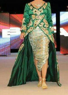 Tenue traditionnelle # Algérie Moroccan Caftan, Gold Work, Caftans, Alternative Wedding, Indian Dresses, Modern Fashion, My Favorite Color, Traditional Outfits, Formal Dresses