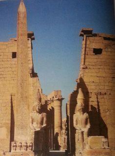 temple de Ramses II, Louqsor, (l'autre obélisque fut offerte au Roi Louis Philippe en 1836)
