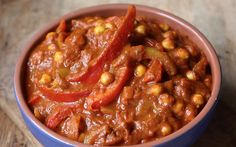 <p>Chickpeas and bell peppers are cooked with aromatics and warm Indian spices in a rich, savory curry sauce made from passata and chopped tomatoes.</p>