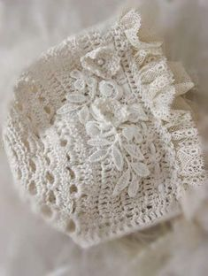 Crochet Lace Sweet Crochet and Lace Baby Bonnet ~ Gilet Crochet, Crochet Baby Bonnet, Crochet Baby Clothes, Irish Crochet, Crochet Lace, Baby Bonnet Pattern, Beanie Pattern, Crochet Vintage, Baby Bonnets