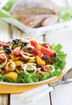 Espanjalainen makkara-perunasalaatti | Makkararuoat | Pirkka #food #salads Pasta Salad, Cobb Salad, Chorizo, Food And Drink, Chicken, Meat, Healthy, Koti, Ethnic Recipes