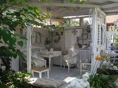 Gartenhaus     Perfect Tea House for the back yard!