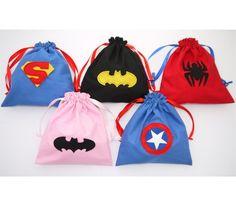 Superhero party bags spiderman, Batman, Batgirl, Superman and Captain America Batman And Batgirl, Batman Spiderman, Batman Arkham, Batman Comics, Superhero Party Bags, Spider Man Party, Mask Party, Party Bag Fillers, Favor Bags