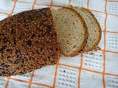 Pão de linhaça e manjericão