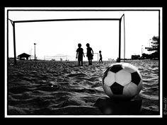 Uma Ilha em Preto e Branco: Futebol na Ilha