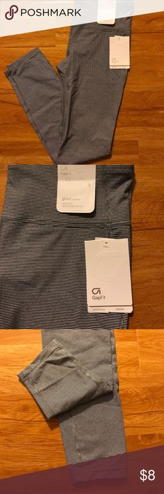 Brand new GAP workout leggings size:S Brand new GAP leggings regular rise fitted through the legs size small. Never worn. From a smoke free and animal free home. Make an offer. No trades GAP Pants Leggings
