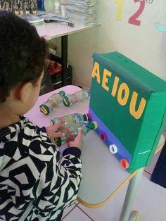 Notepad Flip and Spell Word Family Activity First Week Activities, Educational Activities For Kids, Autism Activities, English Activities, Therapy Activities, Preschool Literacy, Teaching Kindergarten, Childhood Education, Kids Education