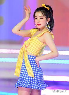 K-Pop Babe Pics – Photos of every single female singer in Korean Pop Music (K-Pop) Stage Outfits, Kpop Outfits, Seulgi, Miss Girl, Redvelvet Kpop, Body Proportions, Red Velvet Irene, Velvet Fashion, Cute Pink