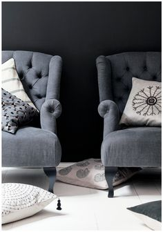 I love these gray tufted chairs!