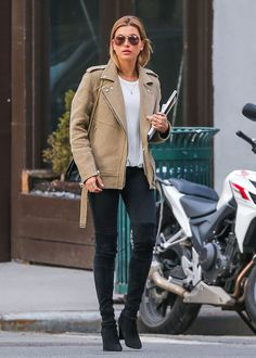 hailey-closet: 16.03.2015 - Hailey Baldwin out in New York City just after her return from the Bahamas.